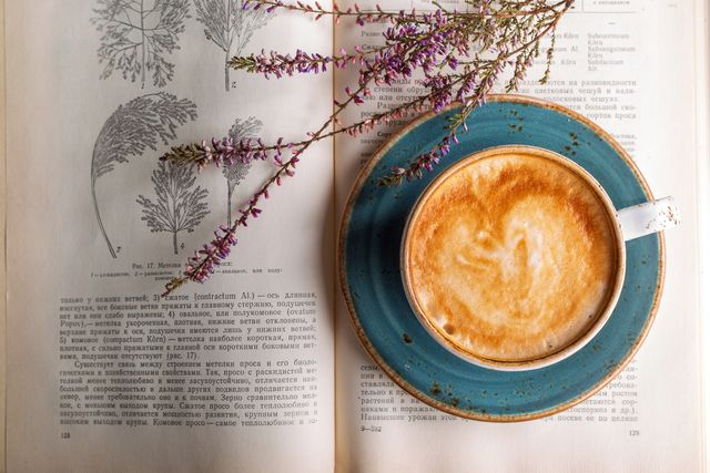 Cappuccino Coffee & Vintage Buch