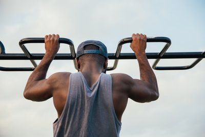 Fitness Man Chin Ups